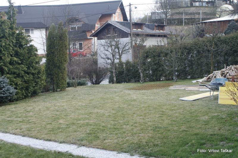 Druzinski-vrtovi-Druzinski-vrt-z-veliko-travno-povrsino_2