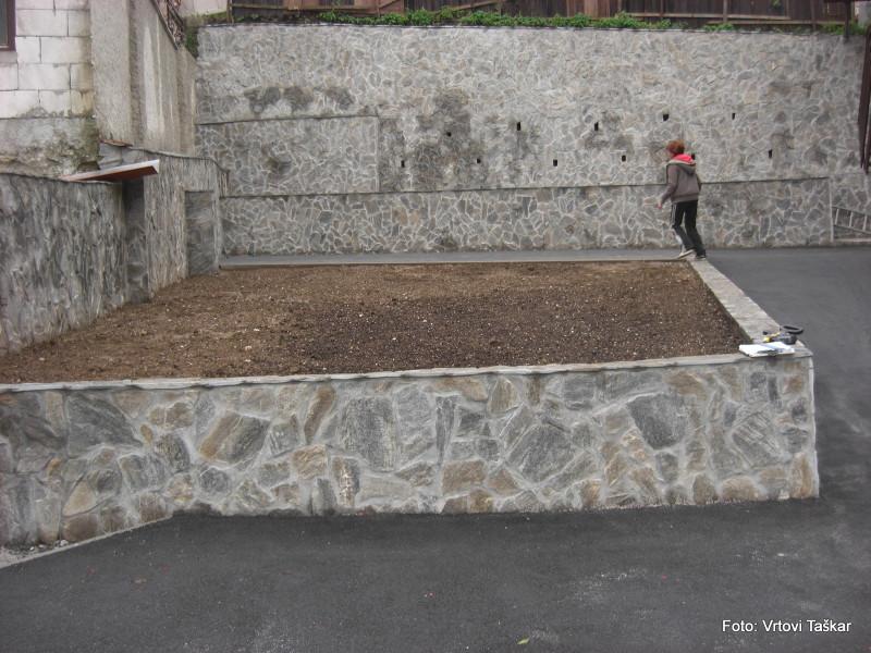 Druzinski-vrtovi-Kamniti-atrijski-vrt_1