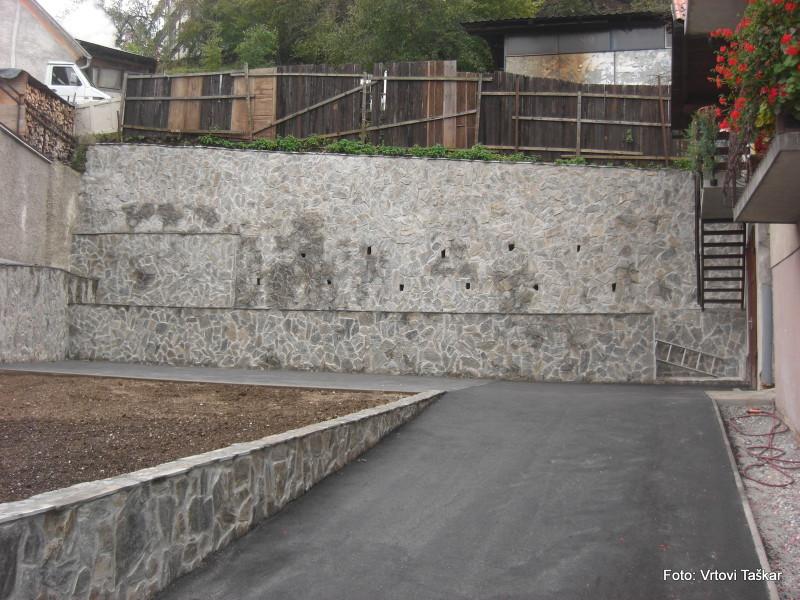 Druzinski-vrtovi-Kamniti-atrijski-vrt_2