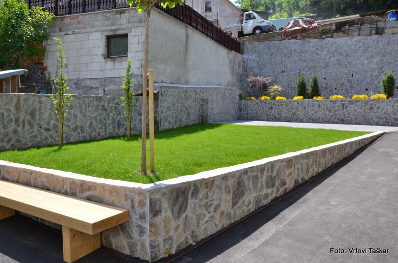 Druzinski-vrtovi-Kamniti-atrijski-vrt_3
