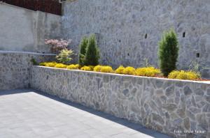 Druzinski-vrtovi-Kamniti-atrijski-vrt_4