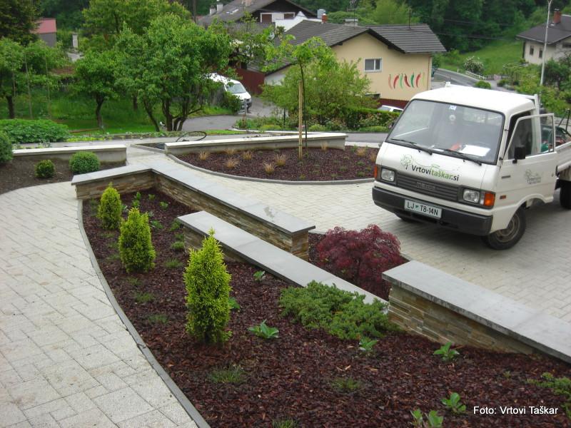 Druzinski-vrtovi-Vrt-s-travami_6